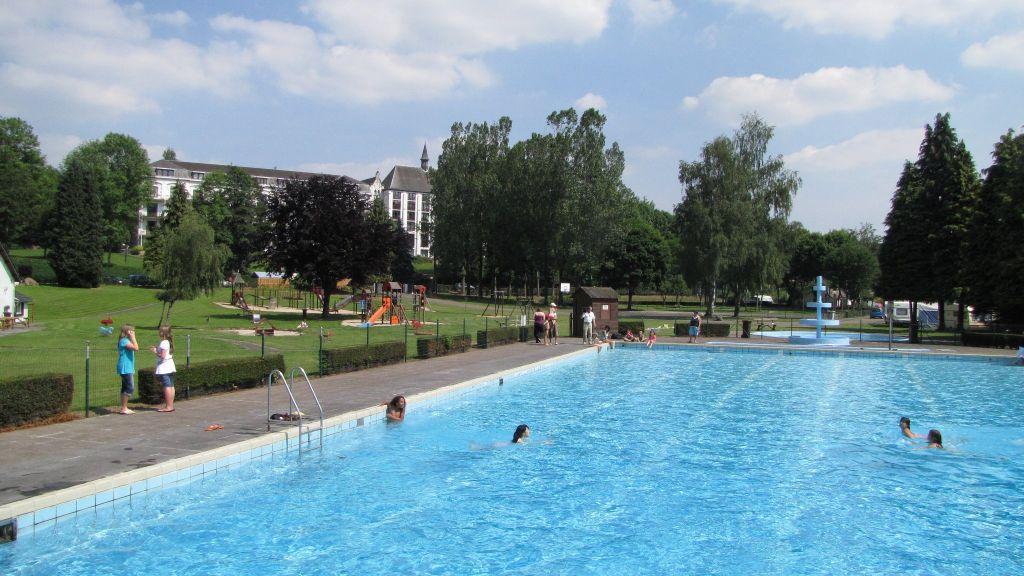 Zwembad camping les neufs pres ardennen activiteiten for Piscine miroir belgique